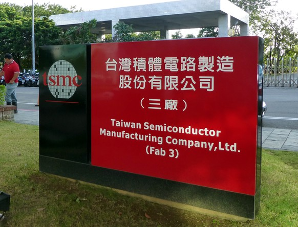 epa07328654 (FILE) - The logo of the Taiwan Semiconductor Manufacturing Co. Ltd. (TSMC) in Hsinchu, western Taiwan, 02 November 2012 (issued 29 January 2019). On 29 January 2019, TSMC, the world's largest contract chip maker, said nearly 10,000 waters it manufactured recently are defective. TSMC is probing the case and will rush supply to clients in the first or second quarters, but the incident will not affect TSMC's Q1 forecast. Waer is a thin piece of semiconductor material used to make integrated circuits. According to press reports, the defective wafers were caused by problematic photoresist supplied by chemical companies and TSMC could seek damages from them.  EPA/DAVID CHANG