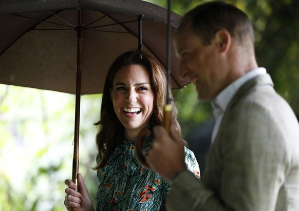 Britain's Prince William and his wife Kate, Duchess of Cambridge smile as they walk through the memorial garden in Kensington Palace, London, Wednesday, Aug. 30, 2017. Princes William and Harry are paying tribute to their mother, Princess Diana, on the eve of the 20th anniversary of her death by visiting the Sunken Garden to honor Diana's work with charities. (AP Photo/Kirsty Wigglesworth)