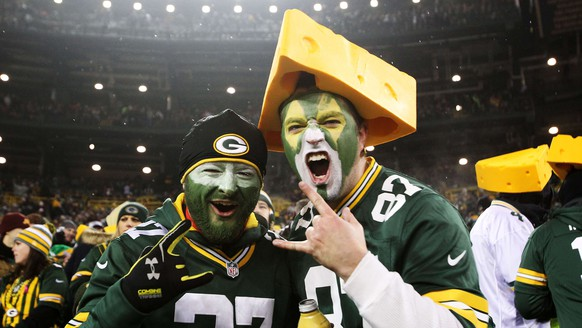 GREEN BAY, WI - DECEMBER 08: Green Bay Packers fans perpare for their game against the Atlanta Falcons at Lambeau Field on December 8, 2014 in Green Bay, Wisconsin.   Mike McGinnis/Getty Images/AFP == FOR NEWSPAPERS, INTERNET, TELCOS & TELEVISION USE ONLY ==