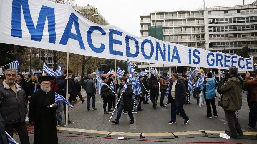 epa06495768 Protersters hold a  banner thar reads 'Macedonia is Greece' during a massive rally over the name of the Former Yugoslav Republic of Macedonia (FYROM) against to its use of the name 'Macedonia' amid a revival of efforts to find a solution between the two countries, in Athens, Greece, 04 February 2018.  EPA/ALEXANDROS VLACHOS