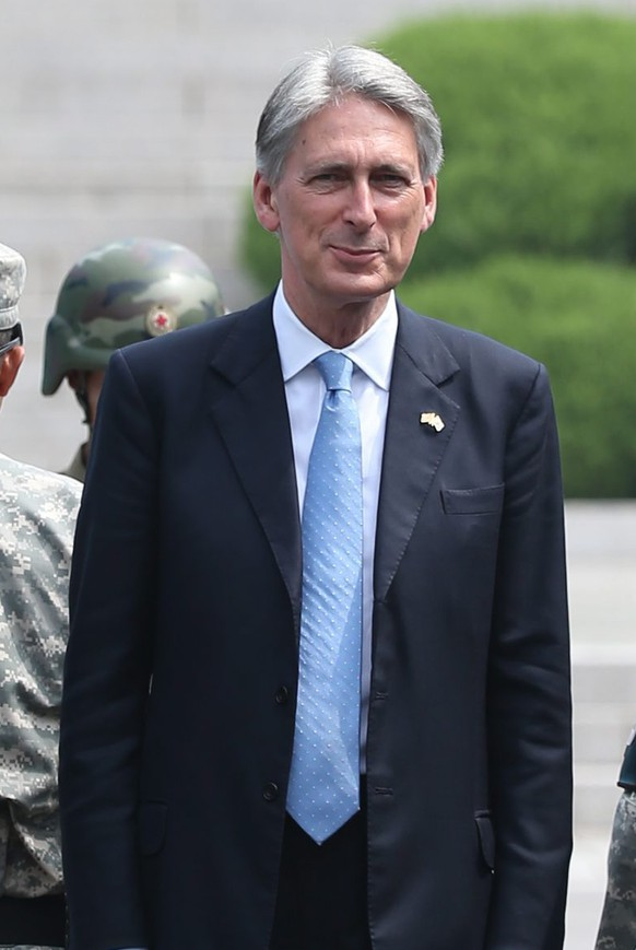 epa04879662 British Foreign Secretary Philip Hammond (C) visits the inter-Korean truce village of Panmunjom inside the demilitarized zone, which separates North and South Korea, 11 August 2015. Hammon arrived in South Korea on 10 August to hold talks with South Korean Foreign Minister Yun Byung-se.  EPA/YONHAP SOUTH KOREA OUT