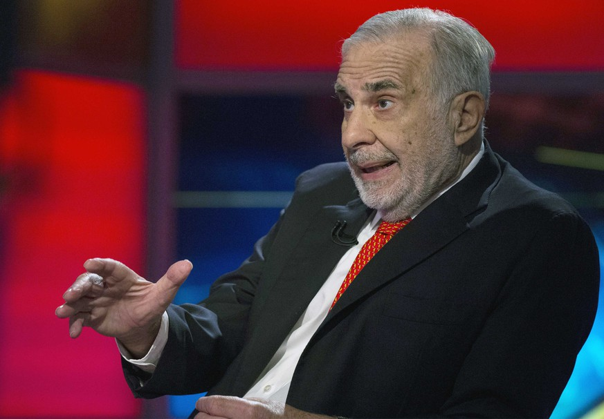 Billionaire activist-investor Carl Icahn gives an interview on FOX Business Network in New York in this file photo taken February 11, 2014.  Icahn accused eBay Inc Chief Executive John Donahoe of failing to spot - or ignoring - conflicts of interest on the company's board and called again for the spinoff of its fast-growing PayPal division.  REUTERS/Brendan McDermid/Files  (UNITED STATES - Tags: BUSINESS MEDIA)