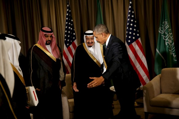 U.S. President Barack Obama (center R) concludes a meeting with Saudi Arabia's King Salman (center L) at the G20 summit at the Regnum Carya Resort in Antalya, Turkey, November 15, 2015.   REUTERS/Jonathan Ernst