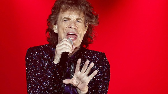 epa07473071 (FILE) - Mick Jagger, singer of The Rollings Stones performs during the band's concert at the Olympic Stadium in Barcelona, Spain, 27 September 2017, (reissued 30 March 2019). According to media reports, The Rolling Stones announced that they are postponing their upcoming tour of the US and Canada frontman Mick Jagger, 75, can receive medical treatment. The band's No Filter Tour was due to kick off in the US on 20 April 2019.  EPA/ANDREU DALMAU *** Local Caption *** 53796033