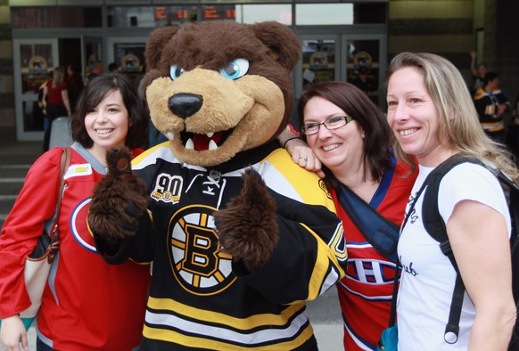 BOSTON, MA - MAY 10: The Boston Bruins mascot Blades poses with Montreal Canadiens fans prior to Game Five of the Second Round of the 2014 NHL Stanley Cup Playoffs at the TD Garden on May 10, 2014 in Boston, Massachusetts.   Bruce Bennett/Getty Images/AFP== FOR NEWSPAPERS, INTERNET, TELCOS & TELEVISION USE ONLY ==