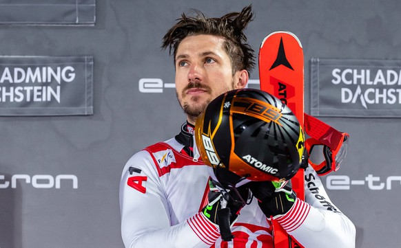 epa07330531 Winner Marcel Hirscher of Austria during the flower ceremony of the men's FIS Alpine SKiing World Cup Slalom at the Planai in Schladming, Austria, 29 January 2019.  EPA/EXPA/JFK