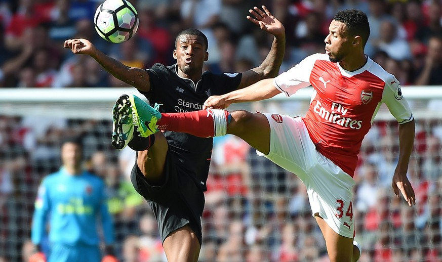epa05483613 Liverpool's Georginio Wijnaldum (L) vies for the ball with Arsenal's Francis Coquelin (R) during the Premier League soccer match between Arsenal and Liverpool at the Emirates Stadium in London, Britain, 14 August 2016.  EPA/ANDY RAIN EDITORIAL USE ONLY. No use with unauthorized audio, video, data, fixture lists, club/league logos or 'live' service. Online in-match use limited to 75 images, no video emulation. No use in betting, games or single club/league/player publications