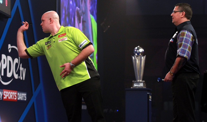 epa05695482 Michael van Gerwen in action during the PDC World Darts Championship final between Michael van Gerwen and Gary Anderson at the Alexander Palace in London, Britain, 02 January 2017.  EPA/SEAN DEMPSEY