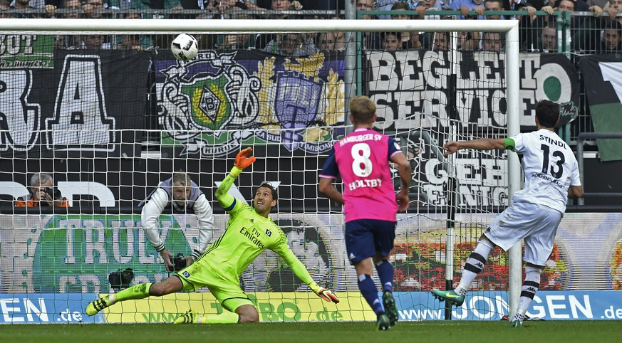 Hamburg goalkeeper Rene Adler watches the penalty ball, kicked by Moenchengladbach's Lars Stindl, right, hitting the bar during the German Bundesliga soccer match between Borussia Moenchengladbach and Hamburger SV in Moenchengladbach, Germany, Saturday, Oct. 15, 2016. It was the second penalty Moenchengladbach missed to score during the game. (AP Photo/Martin Meissner)
