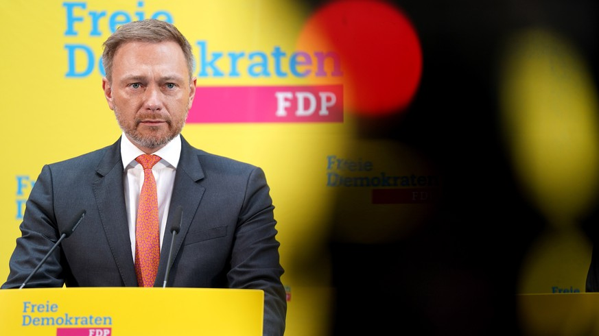 epa08243466 Chariman of the German Free Democratic Party (FDP) Christian Lindner speaks during a press conference held in the aftermath of the Hamburg regional elections, in Berlin, Germany, 24 February 2020. The FDP obtained 5 percent of the vote, a 2.4-percent drop compared to the 2015 regional elections.  EPA/ALEXANDER BECHER