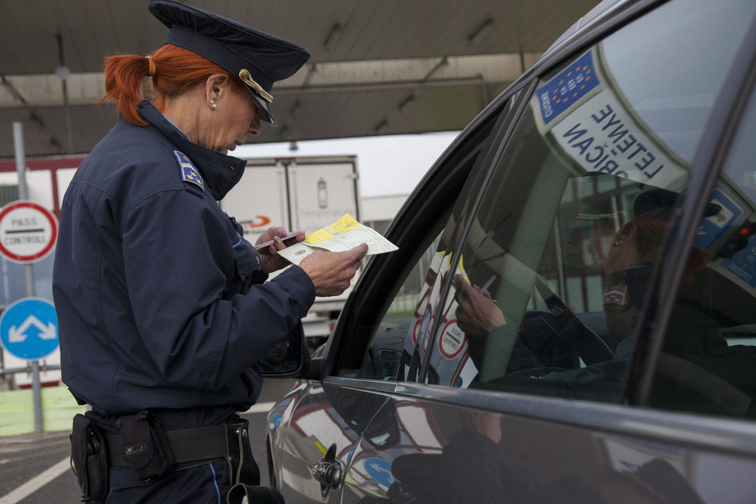 epa05893945 A Hungarian border police officer checks the travel documents of motorists on the first day more stringent provisions of the Schengen Borders Code are applied, at the Hungarian-Croatian border checkpoint of Letenye, 232 kms southwest of Budapest, Hungary, 07 April 2017. The change of regulations requires all EU member states to check every person entering or leaving the Schengen territory.  EPA/GYORGY VARGA HUNGARY OUT