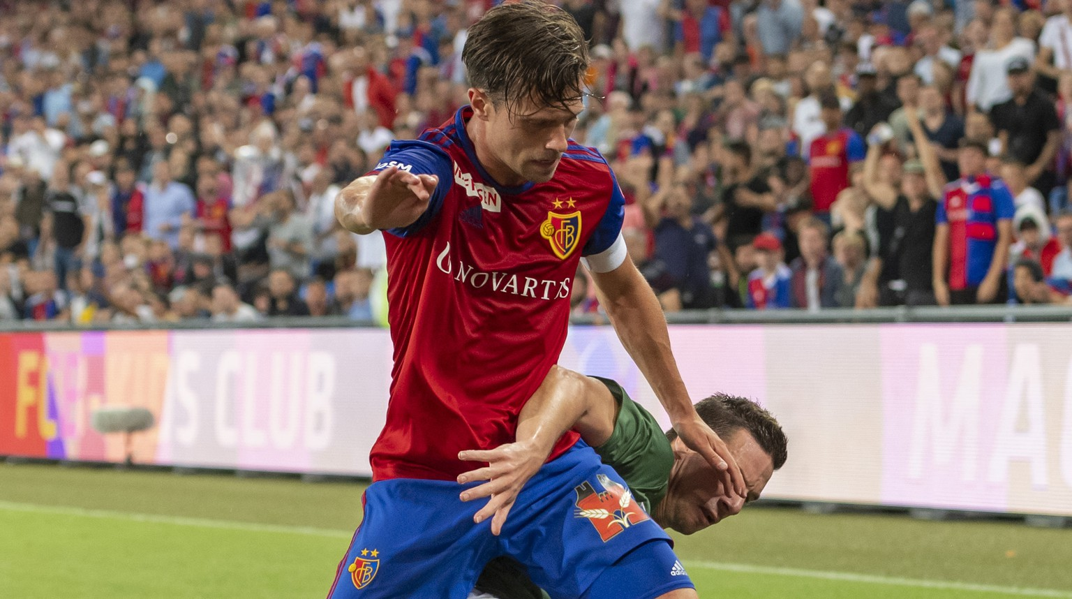 Basel's Valentin Stocker, left, fights for the ball against PSV's Nick Viergever, right, during the UEFA Champions League second qualifying round second leg match between Switzerland's FC Basel 1893 and Netherland's PSV Eindhoven in the St. Jakob-Park stadium in Basel, Switzerland, on Tuesday, July 30, 2019. (KEYSTONE/Georgios Kefalas)
