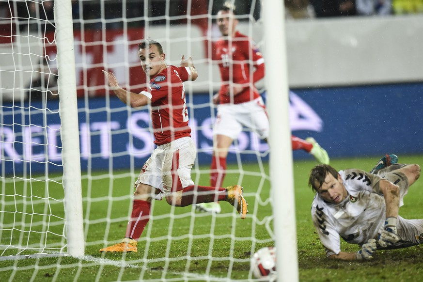 epa04491482 Switzerland's Xherdan Shaqiri (L) scores the 4:0 against Lithuania's Giedrius Arlauskis during the UEFA EURO 2016 group E qualifying match Switzerland against Lithuania at the AFG Arena in St. Gallen, Switzerland, 15 November 2014.  EPA/GIAN EHRENZELLER