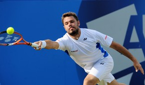 epa04251761 Stanilas Wawrinka of Swizterland returns to Sam Querrey of the United States during a third round match against at the Aegon tennis championships at the Queen's Club in London, Britain, 12 June 2014.  EPA/ANDY RAIN