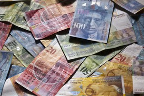 Swiss bank notes, pictured on July 14, 2011. (KEYSTONE/Martin Ruetschi)