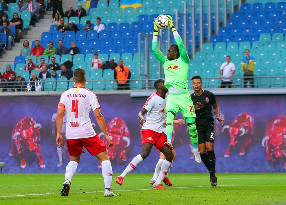 epa06984696 Leipzig's goalkeeper Yvon Mvogo (2-R) clears the ball during the UEFA Europa League playoff, second leg soccer match between RB Leipzig and FC Zorya Luhansk in Leipzig, Germany, 30 August 2018.  EPA/HAYOUNG JEON