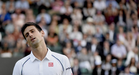 epa04834518 Novak Djokovic of Serbia in action against Kevin Anderson of South Africa during their fourth round match for the Wimbledon Championships at the All England Lawn Tennis Club, in London, Britain, 06 July 2015.  EPA/FACUNDO ARRIZABALAGA EDITORIAL USE ONLY/NO COMMERCIAL SALES