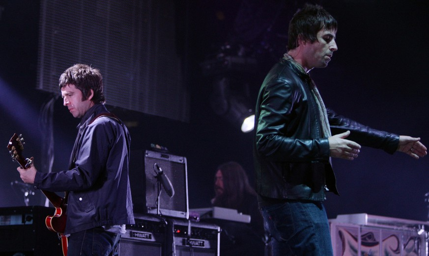 Noel, left, and Liam Gallagher of Oasis perform during the start of their Canadian tour in Vancouver, B.C., on Wednesday August 27, 2008. (AP Photo/Darryl Dyck - THE CANADIAN PRESS)