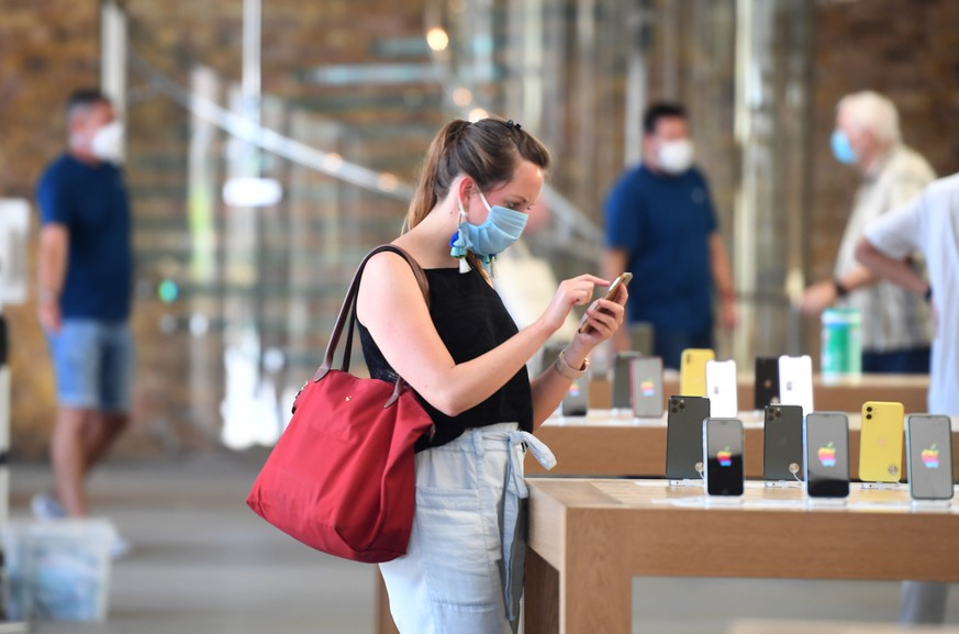 epa08486357 A customer in the Apple the store in Covent garden after opening its doors in London, Britain, 15 June 2020. Retail stores have begun to re-open their doors across the UK after three months of lockdown. Countries around the world are taking increased measures to stem the widespread of the SARS-CoV-2 coronavirus which causes the Covid-19 disease.  EPA/FACUNDO ARRIZABALAGA