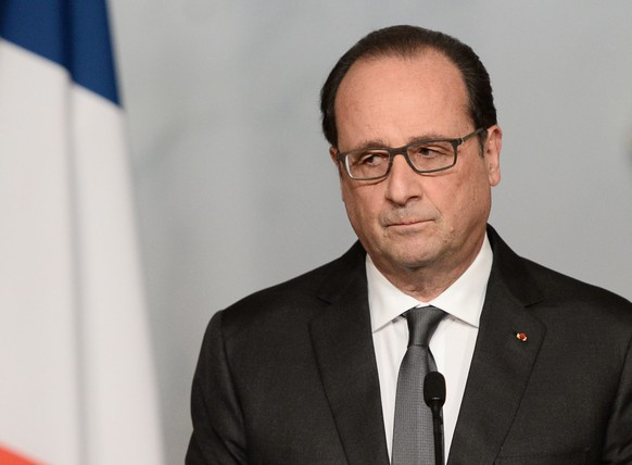 epa05024452 French president Francois Hollande speaks in Paris, France, 14 November 2015, following a series of coordinated attacks in and around Paris late 13 November 2015, which left more than 120 people dead. Hollande blamed the Islamic State group for the attacks in Paris that left at least 128 dead, calling them an 'act of war'.  EPA/STEPHANE DE SAKUTIN / POOL MAXPPP OUT