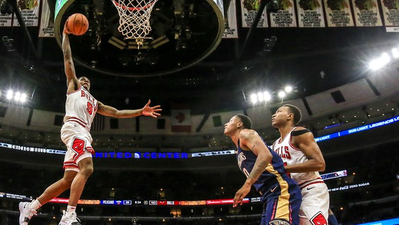epa07060566 Chicago Bulls guard Antonio Blakeney (L) shoots in front of New Orleans Pelicans guard Darius Morris (C) and Chicago Bulls forward Wendell Carter Jr. (R) during their NBA preseason game at the United Center in Chicago, Illinois, USA, 30 September 2018. The Bulls defeated the Pelicans.  EPA/TANNEN MAURY  SHUTTERSTOCK OUT