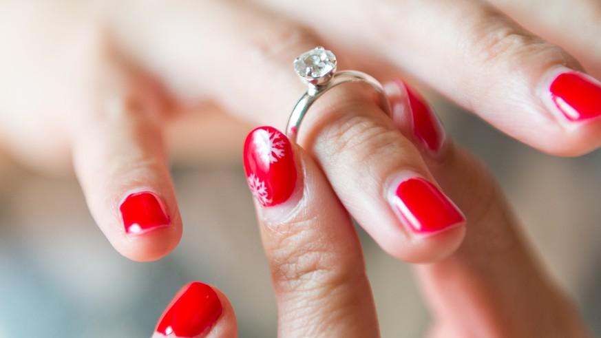 Warum trägt man den Ehering am Ringfinger? - watson