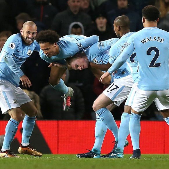 epa06381908 Manchester City's David Silva (L) celebrates scoring with teammates during the English premier league soccer match between Manchester united and Manchester City at Old Trafford Stadium in Manchester, Britain, 10 December 2017.  EPA/Nigel Roddis EDITORIAL USE ONLY. No use with unauthorized audio, video, data, fixture lists, club/league logos or 'live' services. Online in-match use limited to 75 images, no video emulation. No use in betting, games or single club/league/player publications