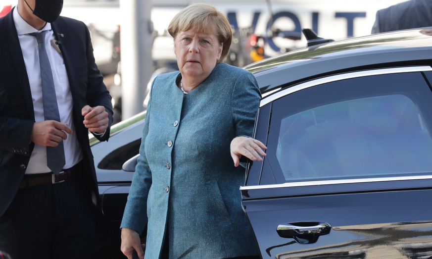 epa08670763 German Chancellor Angela Merkel (C) arrives at the German parliament Bundestag building to attend a faction meeting of the Christian Democratic Union (CDU) and of the Christian Social Union (CSU) in Berlin, Germany, 15 September 2020.  EPA/HAYOUNG JEON