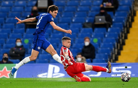 epa09080666 Marcos Alonso (L) of Chelsea in action against Kieran Trippier (R) of Atletico during the UEFA Champions League Round of 16, second leg soccer match between Chelsea FC and Atletico Madrid in London, Britain, 17 March 2021.  EPA/NEIL HALL