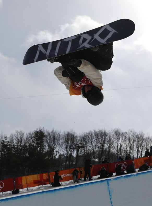 epa06519647 Jan Scherrer of Switzerland in action during the Men's Snowboard Halfpipe qualification run at the Bokwang Phoenix Park during the PyeongChang 2018 Olympic Games, South Korea, 13 February 2018.  EPA/SERGEI ILNITSKY