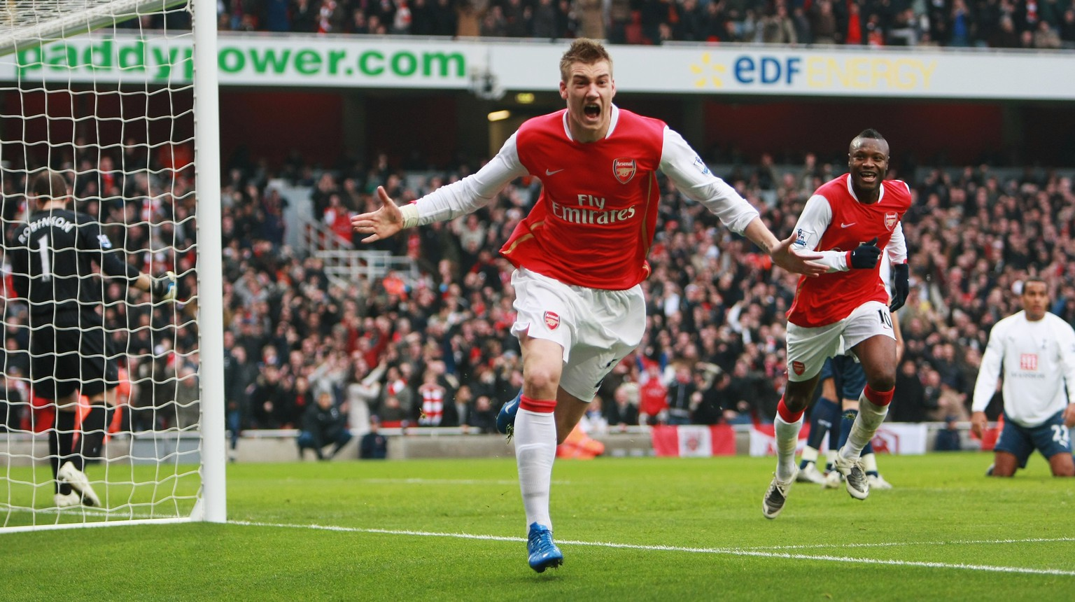 LONDON - DECEMBER 22:  Nicklas Bendtner of Arsenal (C) celebrates as he scores their second goal during the Barclays Premier League match between Arsenal and Tottenham Hotspur at the Emirates Stadium on December 22, 2007 in London, England.  (Photo by Clive Mason/Getty Images)
