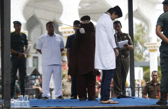 epa07412554 An Acehnese man faces a public caning punishment for having a sexual relationship without being married, in Banda Aceh, Aceh, Indonesia, 04 March 2019. Aceh is the only province in Indonesia that has implemented the Sharia law as a positive law and considers lesbian, gay and bisexual relationships as well as sex outside of marriage as Sharia law violations.  EPA/HOTLI SIMANJUNTAK