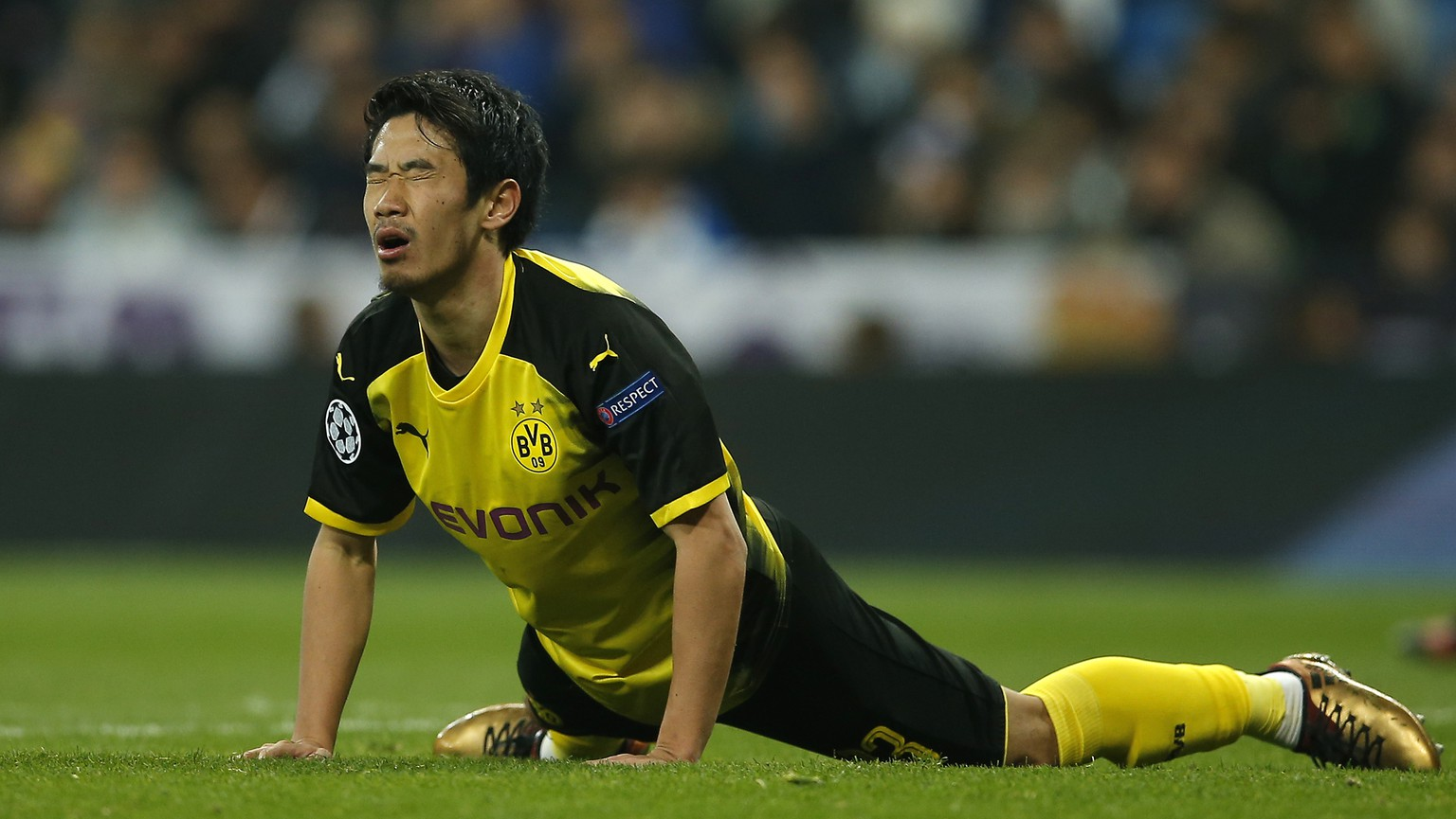 Dortmund's Shinji Kagawa reacts disappointed during the Champions League Group H soccer match between Real Madrid and Borussia Dortmund at the Santiago Bernabeu stadium in Madrid, Spain, Wednesday, Dec. 6, 2017. (AP Photo/Paul White)