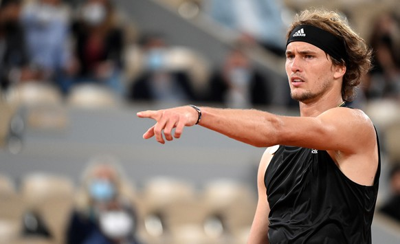 epa09247460 Alexander Zverev of Germany reacts during the 3rd round match against Laslo Djere of Serbia at the French Open tennis tournament at Roland Garros in Paris, France, 04 June 2021.  EPA/CAROLINE BLUMBERG
