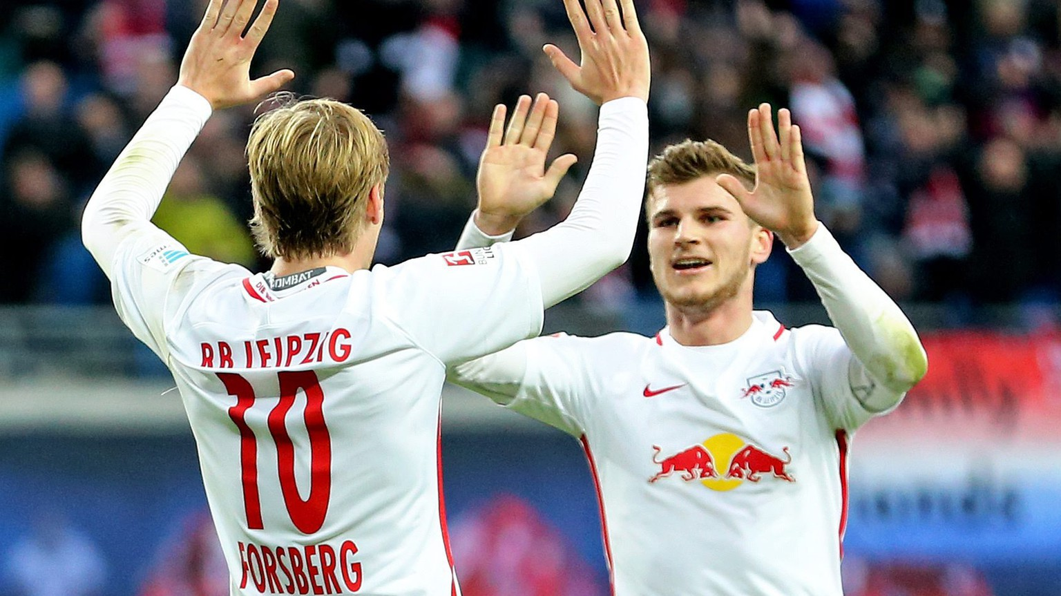 epa05619976 Leipzig's Emil Forsberg (L) and Timo Werner celebrate the 3:0 goal by Werner during the Bundesliga soccer match between RB Leipzig and FSV Mainz 05 at the Red Bull Arena in Leipzig, Germany, 06 November 2016. 