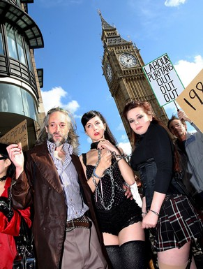 epa01526715 Bondage photographer Ben Westwood, son of fashion designer Vivienne Westwood, with chained girls during a demonstration in London, Britain, 21 October 2008. Westwood and friends demonstrated against the Criminal Justice and Immigration Act (CJIA) 2008 sections 64-67  that makes the possession of extreme pornography a criminal offence. Convictions of which are punishable with up to three years imprisonment or a fine.  EPA/ANDY RAIN