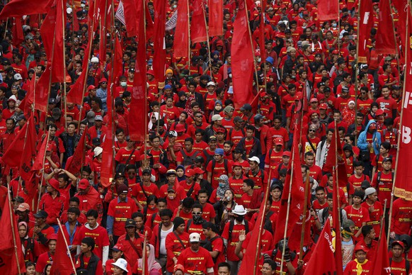 REFILE - CORRECTING GRAMMAR Thousands of Indonesian workers march during a May Day rally in Jakarta, May 1, 2015. International Workers' Day, also known as Labour Day or May Day, commemorates the struggle of workers in industrialised countries in the 19th century for better working conditions.      REUTERS/Beawiharta
