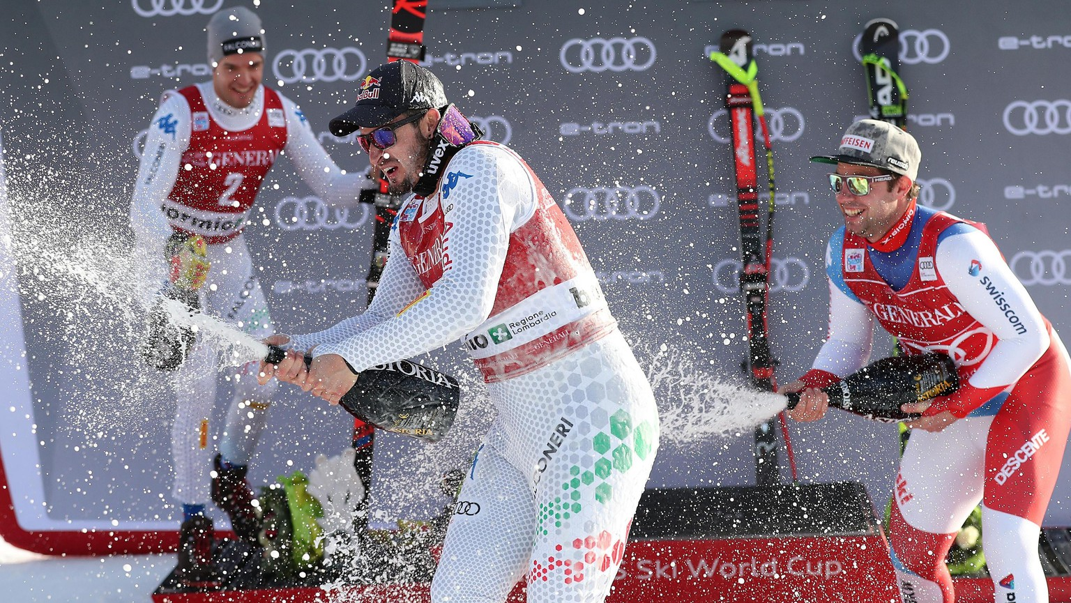 epa07251512 (L-R) Second placed Christof Innerhofer of Italy, winner Dominik Paris of Italy and third placed Beat Feuz of Switzerland celebrate on the podium after the Men's Downhill race at the FIS Alpine Skiing World Cup event in Bormio, Italy, 28 December 2018.  EPA/ANDREA SOLERO