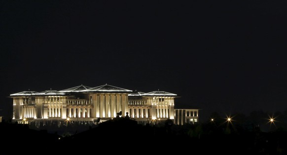 Turkish President Tayyip Erdogan's Presidential Palace complex is pictured in Ankara, Turkey, May 28, 2015. Irritated by accusations of lavishness, Erdogan has vowed to resign if the leader of the main opposition can find a single golden toilet seat in his vast new palace. Kemal Kilicdaroglu of the Republican People's Party (CHP) has repeatedly criticised Erdogan's profligacy in campaign speeches ahead of a June 7 parliamentary election.