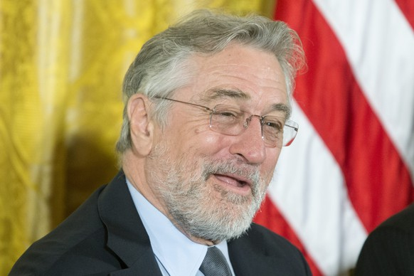 epa05643125 Actor Robert De Niro, recipient of the Presidential Medal of Freedom, attends a ceremony in which he was awarded the medal by US President Barack Obama, in the East Room of the White House in Washington, DC, USA, 22 November 2016.  EPA/MICHAEL REYNOLDS
