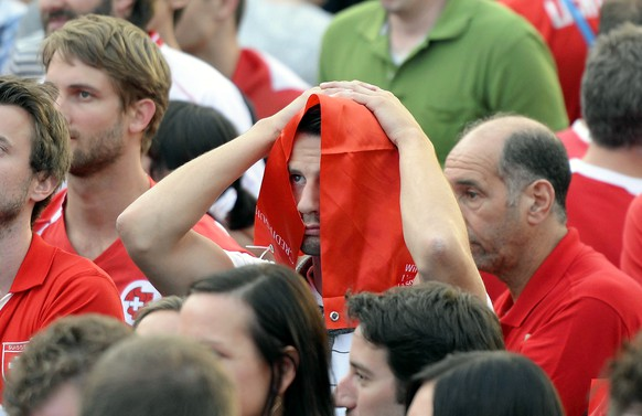 Swiss soccer fans react during the live broadcast of the Brazil Soccer FIFA World Cup match between Switzerland and Argentina at the public viewing WM-Lounge Europaallee in Zurich, Switzerland, Tuesday, July 1, 2014. (KEYSTONE/Walter Bieri)