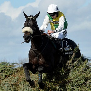epaselect epa04700212 Leighton Aspell riding Many Clouds jumps the final fence before winning The Crabbies 2015 Grand National held at Aintree Racecourse, Liverpool, Britain, 11 April 2015.  EPA/PETER POWELL