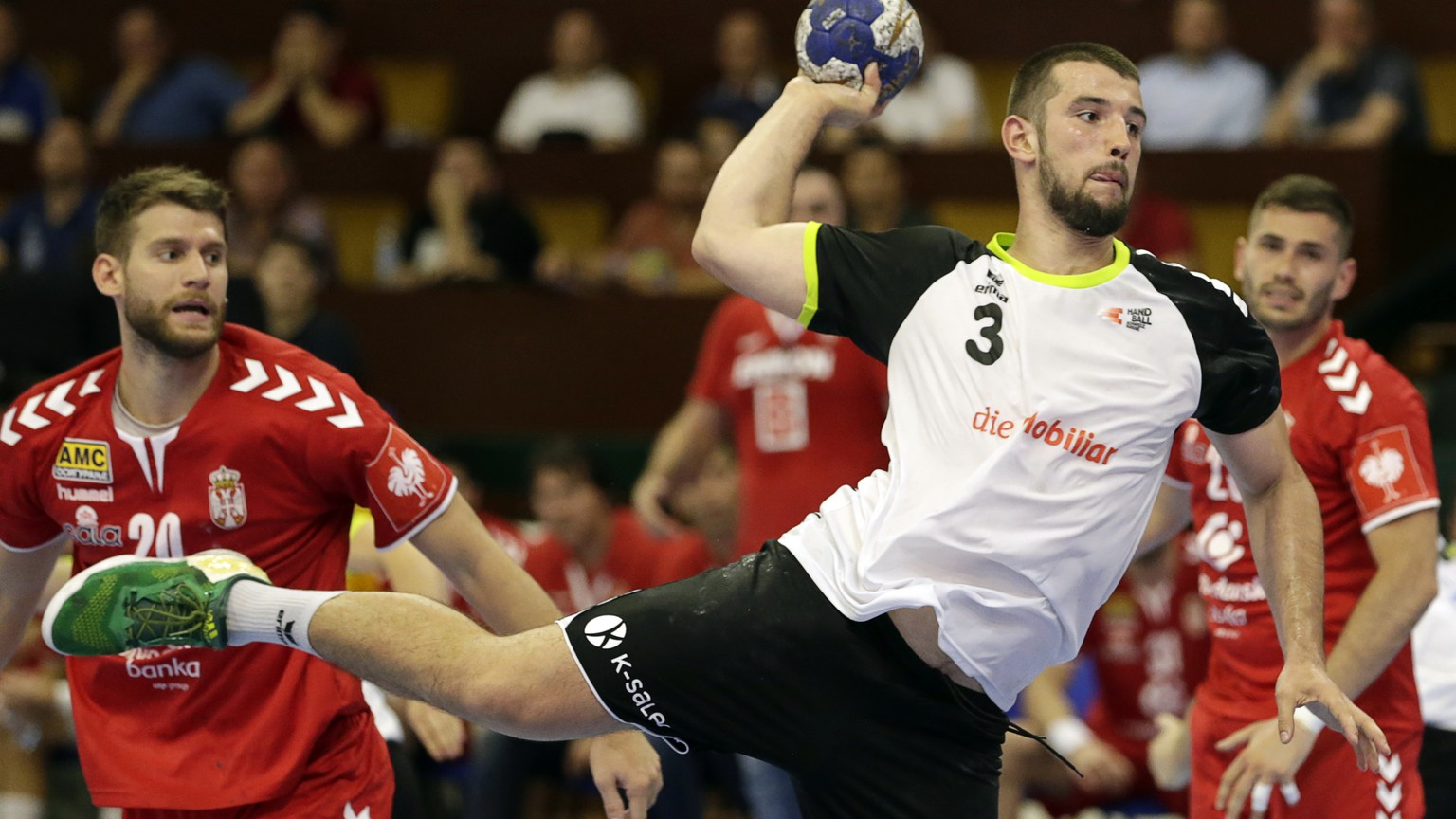 epa07652504 Switzerland's Lucas Meister (R) in action against Serbia's Ivan Mosic (L) during the Men's Handball European Championship 2020 qualification match between Serbia and Switzerland in Novi Sad, Serbia, 16 June 2019.  EPA/ANDREJ CUKIC