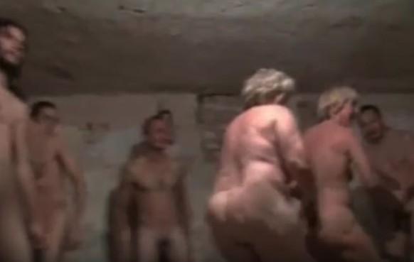 Frauen Nackt Gefoltert
