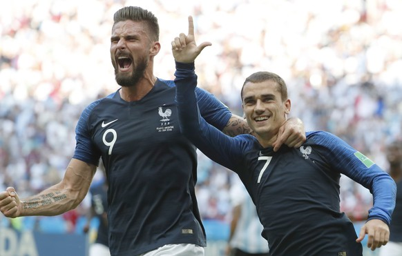 epa06851797 Antoine Griezmann of France celebrates with team mate Olivier Giroud (L) after scoring the 1-0 lead from the penalty spot during the FIFA World Cup 2018 round of 16 soccer match between France and Argentina in Kazan, Russia, 30 June 2018.