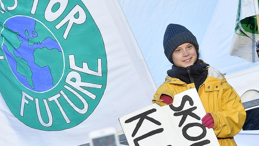 epa08069380 Swedish activist Greta Thunberg leads a Fridays For Future rally demanding action against climate change, at Piazza Castello in Turin, northern Italy, 13 December 2019.  EPA/ALESSANDRO DI MARCO
