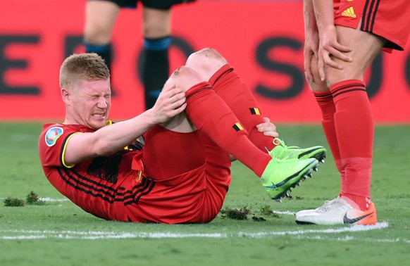 epa09306521 Kevin De Bruyne of Belgium reacts on the pitch during the UEFA EURO 2020 round of 16 soccer match between Belgium and Portugal in Seville, Spain, 27 June 2021.  EPA/Lluis Gene / POOL (RESTRICTIONS: For editorial news reporting purposes only. Images must appear as still images and must not emulate match action video footage. Photographs published in online publications shall have an interval of at least 20 seconds between the posting.)