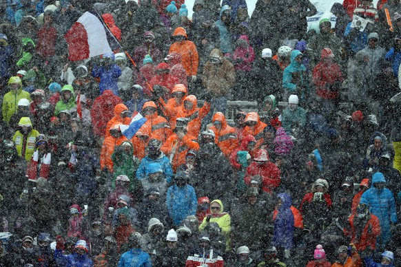 BEAVER CREEK, CO - FEBRUARY 15:  Fans look on during the Men's Slalom on the Birds of Prey racecourse on Day 14 of the 2015 FIS Alpine World Ski Championships on February 15, 2015 in Beaver Creek, Colorado.  (Photo by Al Bello/Getty Images)