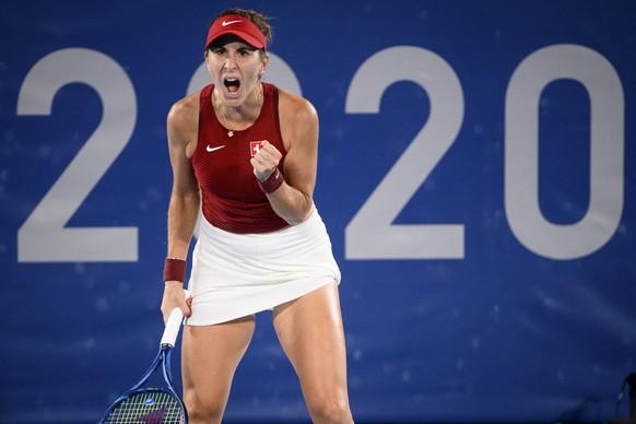 Belinda Bencic startet entschlossen in die Partie, startet mit Break und holt sich den ersten Satz.