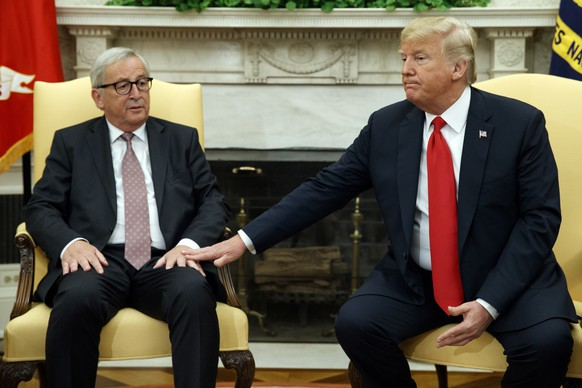 President Donald Trump meets with European Commission president Jean-Claude Juncker in the Oval Office of the White House, Wednesday, July 25, 2018, in Washington. (AP Photo/Evan Vucci)